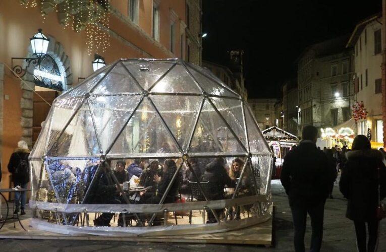 Perugia, il Natale con gli igloo porta gente in centro
