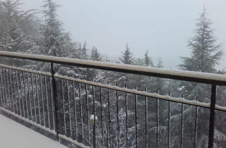 In Calabria mentre nevica si attendono turisti