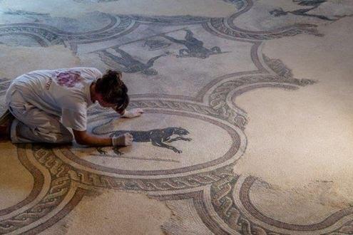 Tra animali fantastici e scene di vita di duemila anni fa, benvenuti nella Villa dei Mosaici di Spello