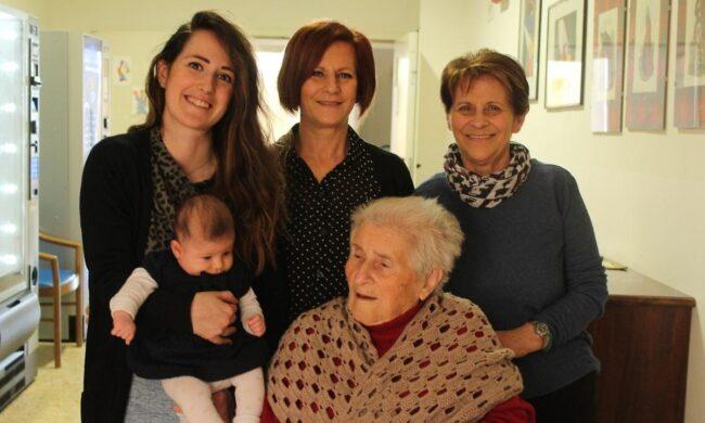 In Umbria cinque generazioni in un'unica famiglia, la piu piccola ha 3 mesi, la sua trisnonna 92 anni
