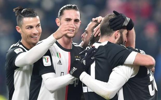 Alla Juve basta un tempo: 3-1 alla Roma e semifinale. CR7 a segno, Buffon fa un autogol