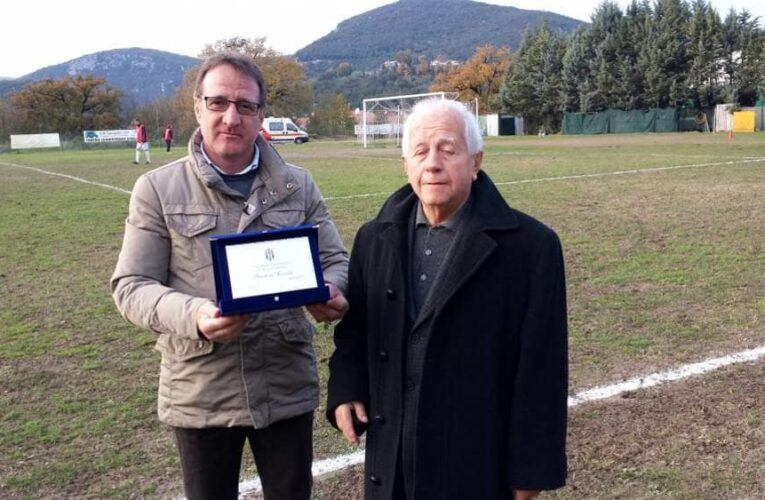Gastone fa rima con calcio: un premio per i suoi 65 anni di servizio.