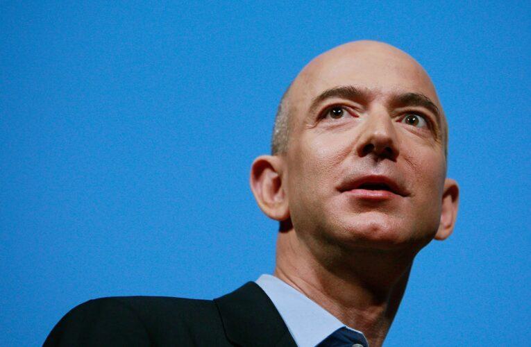 Rivoluzione Amazon: addio carte di credito, si pagherà con la mano