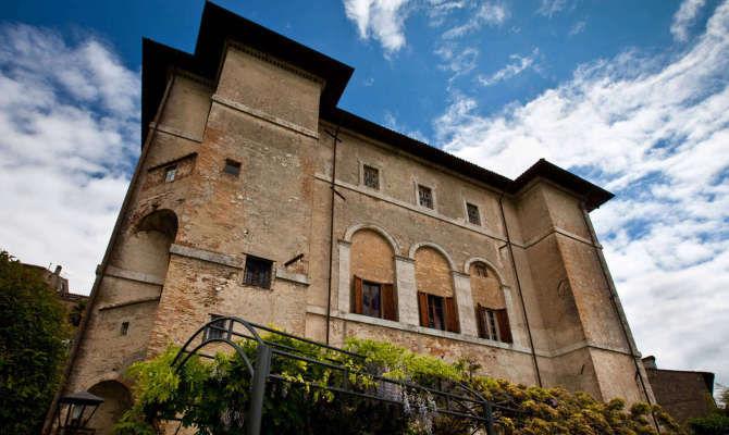 Umbria, ad Amelia un palazzo fuori dal tempo, oggi Residenza d'epoca