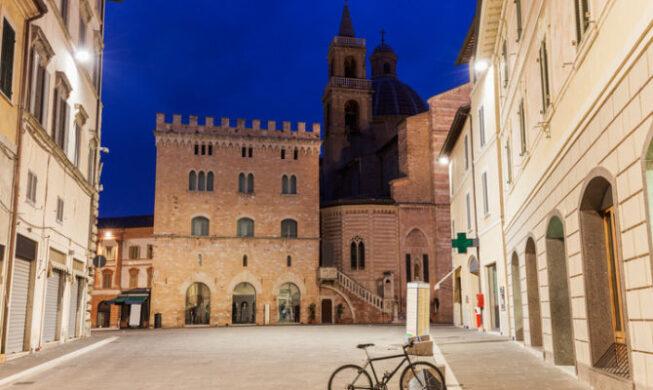 Foligno, Passeggiata nel centro storico della città umbra per scoprire le più belle attrazioni