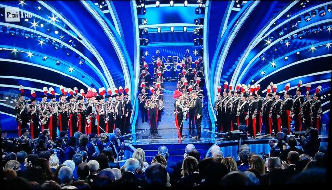 Finalissima del 70° Festival di Sanremo. La banda musicale dell'Arma dei Carabinieri suona l'inno di Mameli.