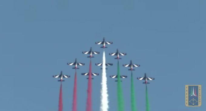 Le Frecce Tricolori tornano sui cieli dell'Umbria. Storico passaggio in segno di vicinanza, di affetto e di ripresa.