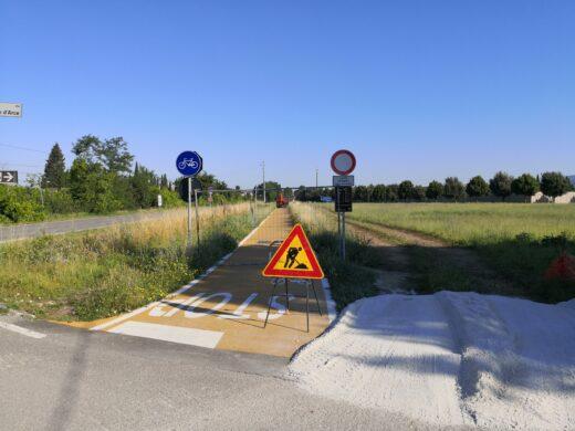 Mentre la pista ciclabile di Assisi è di nuovo un cantiere viene sistemata la variante di Via Fratelli Matteucci.