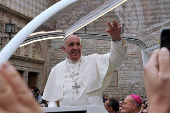 "Papa Francesco ad Assisi firma la sua terza Enciclica ""Fratelli tutti""."